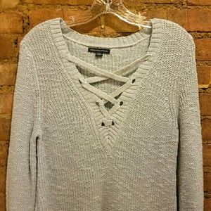 American Eagle Urban Outfitters V Neck Pullover